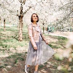 """c711f0e939d0 Karol Havlíková   Changingroom on Instagram  """"Tohle je teď prakticky jediná  možnost (kromě legín až ke krku teda) co se mi pohodlně nosí - midi sukně"""