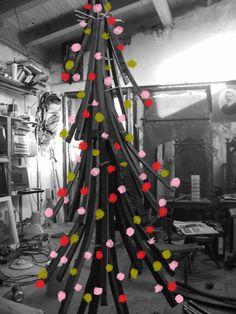 Barrel Dog House, Wine Barrel Dog Bed, Barrel Table, Recycled Christmas Decorations, Diy Christmas, Christmas Stuff, Christmas Trees, Rustic Rocking Chairs, Arcade Table