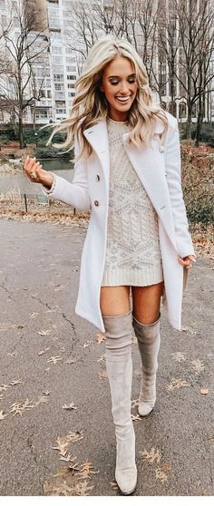 Stunning Winter Outfits To Copy Now Winter seems to add an extra element of complexity to looking cute. On the one hand, you can play with layers and add visual interest. Casual Outfits, Fashion Outfits, Womens Fashion, Fashion Trends, Casual Shoes, Fashion Tips, Fall Winter Outfits, Autumn Winter Fashion, Star Wars Outfit