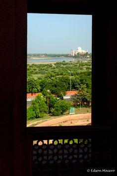Tal Mahal visto de uma das janelas do pátio do Shah Jahani Mahal