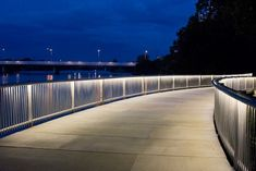 Congress Avenue Trail Bridge - iLight Technologies Fence Lighting, Landscape Lighting, Outdoor Lighting, Lighting Design, Japan Interior, Marijuana Art, External Lighting, Bridge Design, Light Building