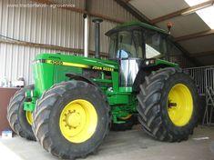 John Deere 4055 van agroservice Druk bezig met poseren.. Antique Tractors, Vintage Tractors, John Deere Equipment, Heavy Equipment, John Deere 4320, Deer Farm, Tractor Cabs, Jd Tractors, Classic Tractor