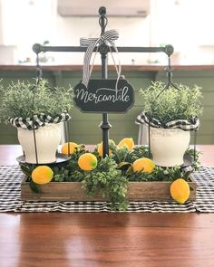 Marchetaria: what is it, types and photos of inspiring environments - Home Fashion Trend Lemon Kitchen Decor, Farmhouse Kitchen Decor, Modern Farmhouse, Yellow Kitchen Decor, Tray Decor, Decoration Table, Summer Table Decorations, Farmhouse Table Centerpieces, Cheap Home Decor