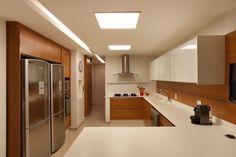10 Cozinhas brancas e amadeiradas - veja modelos lindos e dicas! - Decor…