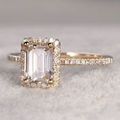 emerald cut yellow gold