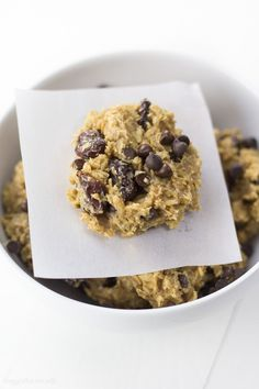 Chocolate Cherry Oatmeal Breakfast Cookies recipe made with only 7 easy ingredients. Entirely made with natural ingredients so you can feel good about eating cookies for breakfast! (Gluten-Free, Dairy-Free, Vegan, Nut-Free Friendly) #breakfast #cookies #healthy #healthyrecipes #healthybreakfast #glutenfree #vegan #glutenfreerecipes #veganrecipes Gluten Free Vegetarian Recipes, Gluten Free Recipes For Breakfast, Gluten Free Dinner, Dairy Free Recipes, Free Breakfast, Breakfast Ideas, Dinner Recipes, Oatmeal Breakfast Cookies, Breakfast Cookie Recipe