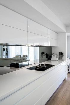 Kitchen Interior 55 Amazing And Luxury White Kitchen Design Ideas - Page 3 of 55 - White kitchen cabinets are a versatile choice for the kitchen of every house. Luxury Kitchens, Kitchen Room, Kitchen Remodel, Kitchen Splashback, White Modern Kitchen, Kitchen Mirror, Rustic Kitchen, Kitchen Renovation, Kitchen Design