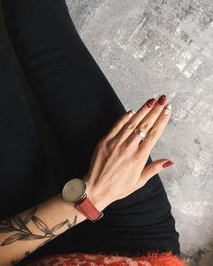 "1,713 Likes, 28 Comments - ann. (@annymoresea) on Instagram: ""Я пока всячески отрицаю скорое наступление Нового года, но праздничный маникюр (да, это праздничный…"" Line Nail Art, Nails On Fleek, Nail Manicure, Diy Nails, Henna Nails, Minimalist Nails, Nail Polish Art, Nail Envy, Short Nails"