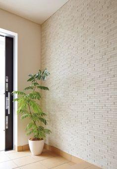 「エコカラット」を取り入れた玄関 Hallway Designs, Classic Home Decor, Japanese House, Foyer, Home Art, Stairs, Home And Garden, Living Room, Interior