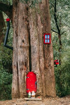 Gnome House in a tree in the forest Stock Photo Fairy Tree Houses, Fairy Garden Houses, Gnome Garden, Garden Art, Garden Design, Fairy Garden Doors, Fairy Doors, Fairy Furniture, Miniature Fairy Gardens