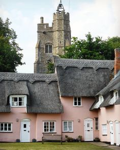 Pretty in pink! Suffolk pink, that is! These gorgeous cottages are another one of my favourite places to visit! It's like stepping back in time or onto a Miss Marple film set! Once again the location comes up as Norfolk when it is definitely Suffolk! Thatched House, Thatched Roof, Country Living Uk, Country Life, Visit Devon, Dartmoor National Park, Village Photos, Cottage Exterior, Pink Houses