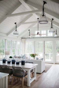 Small cottage interiors - Inviting modern farmhouse cottage for family living in South Carolina – Small cottage interiors Small Cottage Interiors, Modern Farmhouse Interiors, Farmhouse Decor, Farmhouse Lighting, Modern Cottage Decor, Cottage Style, Cottage Farmhouse, Cottage Living Room Small, Country Living