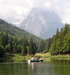 Bayern, Garmisch-Partenkirchen, Riessersee, Bootsfahrt auf dem See - Bavaria, Garmisch-Partenkirchen, Riessersee, boat tour  www.riessersee.com