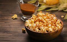 Hafta sonu film keyfine şıklık katacak bir atıştırmalık karamelli patlamış mısır tarifi. En sevdiğiniz filmi seçin, toplayın tüm aile fertlerini bir araya.