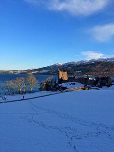 Siguiendo los pasos ancestrales entre la nieve hacia el Castillo de #Urquhart en las Tierras Altas por el #LagoNess. Conociendo Escocia