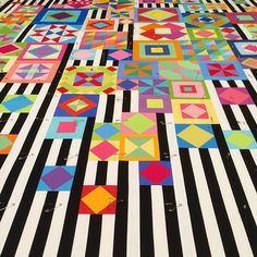 @cathmosely - Gypsy Wife Quilt. I love the black/white striped background!