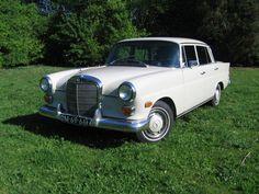 Mercedes-Benz Model:200-Klasse Type:230 230 Heckflosse Inrichting:Overig (4 drs) Aantal cilinders:6 Bouwjaar:februari 1968 Kleur:Licht beige Brandstof:Benzine Versnellingsbak:Automaat Km. stand:40.000 km Cilinderinhoud:2.300 cc Gewicht (leeg):1.360 kg BTW/Marge:Marge Prijs: € 12.500
