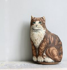 Vintage Kitten Pillow.Want one so bad! or a tea cosy....