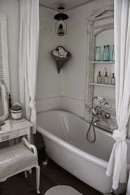 Shabby White bathroom & Tub-Schwanenteich