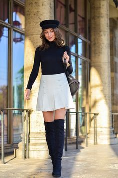 Outfit schwarze Overknees, weißer Rock mit Knöpfen von Zara und Rucksack 8