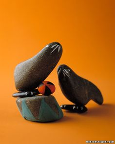 Inexpensive DIY stone animals from your nature / beach walks.  Stone Circles Seals, Pandas, Mice and more.  From the lovely Martha Stewart.  Kids / Children's / Toddler / Kindergarten / art / craft / painting / rocks