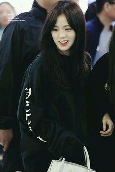 jisoo look like Sejeong Blackpink Jisoo, South Korean Girls, Korean Girl Groups, Jenny Kim, Oppa Gangnam Style, Blackpink Members, Jennie Lisa, Blackpink Photos, Blackpink Fashion
