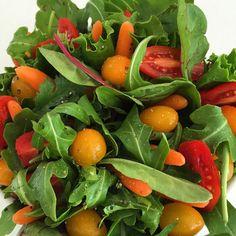 Ensalada fresca! Full antioxidantes, vitaminas y fibra. Incluye medio plato de ensalada fresca al menos 3 veces cada dia! Varía los vegetales y procura que haya mucho color! #ricoysaludable #soysaludableenlacocina