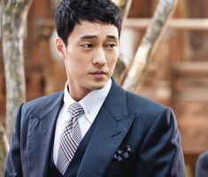 So Ji Sub cuts a suave look in suit for 'Oh My Venus'