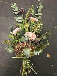 Floral Wreath, Wreaths, Beautiful Roses, Flowers, Happy, Home Decor, Bouquets, Sofa Set, Floral Crown