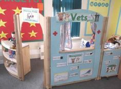 I really like this style of dramatic play center Dramatic Play Themes, Dramatic Play Area, Dramatic Play Centers, Role Play Areas Eyfs, Doctor Role Play, Classroom Displays, Classroom Decor, Preschool Classroom, Future Classroom