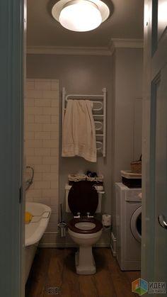 Планировку мне еще до ремонта предложил дизайнер, который делал только планировкуи всё. Практически в соответствии с ней получилась вся квартира, ванная в том числе. Изначально на месте стиралки был унитаз, на месте унитаза - раковина, а стиралка...