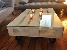 Faire une table basse avec des palettes en bois : http://laclamartoise.blogspot.fr/2012/11/diy-table-basse-palette.html