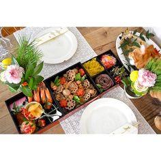 テーブルコーディネートもお正月仕様で。冬のお花を生けて、素敵な新年の幕開けができます。