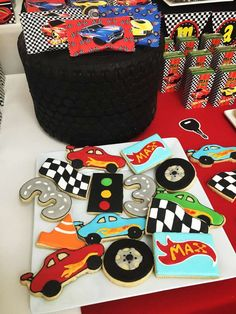 Awesome cookies at a Hot Wheels birthday party! See more party ideas at CatchMyP. Hot Wheels Cake, Hot Wheels Party, Car Themed Parties, Cars Birthday Parties, Hot Wheels Birthday, Boy Birthday, Dinosaur Birthday, Birthday Ideas, Festa Hot Wheels