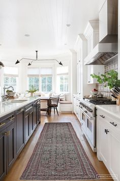 My Favorite Pins of the Week - Amber Interiors - #kitchenremodel #kitchen #kitchendesign #kitchencabinets #kitchencabinetry #kitchendesign #kitchendecor #kitcheninterior #traditionalkitchen #farmhousekitchen #whitekitchen #bluekitchen #blueandwhitekitchen #graykitchen #kitchendesignideas #kitchendecorideas #kitchenideas #kitchenstyle #kitchenselfie #kitchendiaries #ktichenlove #kitchenwithsoul #kitchengoals #kitcheninterior #kitcheninspiration #kitchendetail
