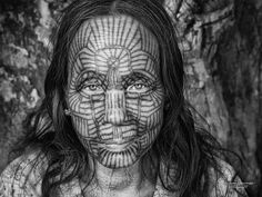 V A N I S H I N G ° F A C E woman from the Red Dao Tribe, Vietnam s u c h e t • s u w a n m o n g k o l - Thailand