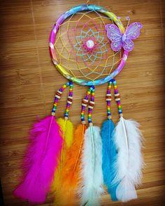 Dream Catcher Bedding, Beautiful Dream Catchers, Indian Arts And Crafts, Dream Catcher Craft, Crochet Pillow, Crafts For Girls, Suncatchers, Dreamcatchers, Bedroom Decor