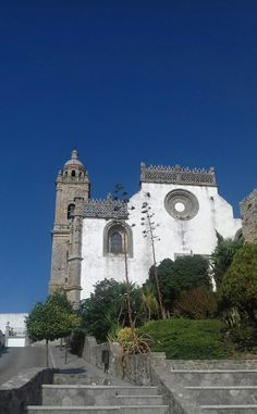 The wonderful church at the old hill town of Medina Sidonis just south of Jerez de la Frontera, Spain. Cadiz, Andalucia, Tower Bridge, San Francisco Ferry, Spain, Old Things, Building, Travel, Viajes