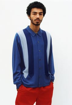 Just a few weeks after causing a stir by announcing a collaboration with Louis Vuitton, Supreme has revealed the designs from the new Spring/Summer 2017 collection, modeled by skater and streetwear pro, Sage Elsesser. Men's Fashion, Fashion Gallery, Cool Outfits, Casual Outfits, Men Casual, Supreme Hoodie, Summer Lookbook, Streetwear Fashion, Summer Collection