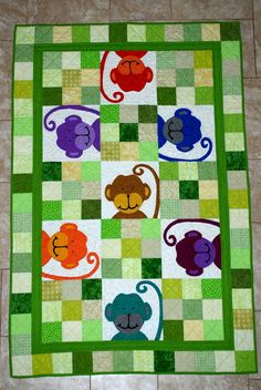 What a cute monkey quilt! Monkeys seem to be the animal this year. So long elephants? Quilt Baby, Baby Quilt Patterns, Quilting Projects, Quilting Designs, Sewing Projects, Cute Quilts, Children's Quilts, Patchwork Baby, Animal Quilts