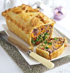 Vegetarian Christmas Dinner: 25 Delicious Alternatives to Nut Roast (Pictured is Leek, squash and Broccoli Pie) Vegan Vegetarian, Vegetarian Recipes, Cooking Recipes, Healthy Recipes, Vegetarian Main Course, Simple Recipes, Vegetarian Meatloaf, Vegetarian Main Dishes, Vegan Food