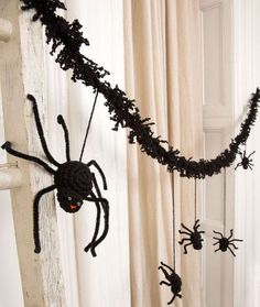 Creepy Spider Garland Free Crochet Pattern from Red Heart Yarns