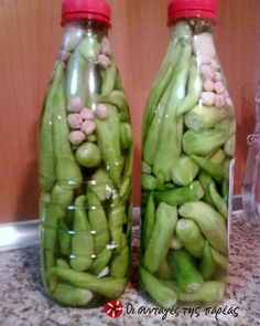 Τουρσί πιπεράκια πικάντικα #sintagespareas Vet Cake, Preserving Food, Celery, Preserves, Food Art, Pickles, Asparagus, Cucumber, Greek