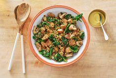 Met 1 pan en 15 minuten van je tijd zet je al een linzenschotel met worst en champignons op tafel. I Love Food, Good Food, Kung Pao Chicken, New Recipes, Side Dishes, Healthy Eating, Vegetables, Ethnic Recipes, Mushroom