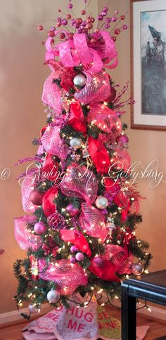 Growing on Gettysburg: turn your Christmas tree into a Valentine's tree - and then continue to customize it all year round. GORGEOUS!