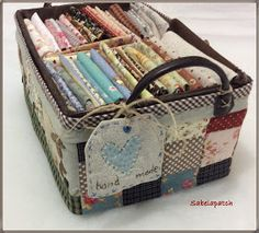 Patchwork Bags, Quilted Bag, Fabric Boxes, Craft Shop, Quilt Making, Pin Cushions, Quilting Designs, Hand Sewing, Sewing Projects