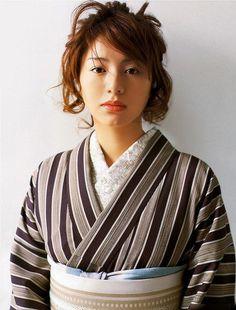 The Kimono Gallery: Photo Beautiful Japanese Girl, Japanese Beauty, Asian Beauty, Japanese Outfits, Japanese Fashion, Kimono Japan, Summer Kimono, Japanese Textiles, Yukata