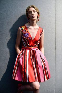 Vestidos de primavera Desde el backstage de Alberta Ferretti, SS14