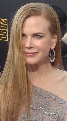 Nicole  Kidman at the 2009 American Music Awards Red Carpet.