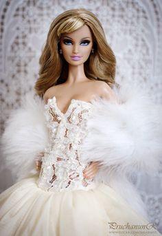 Barbie(she doesn't look like Barbie)☺ Barbie Wedding Dress, Barbie Dress, Barbie Clothes, Chic Chic, Fashion Royalty Dolls, Fashion Dolls, Poppy Parker, Bride Dolls, Beautiful Barbie Dolls